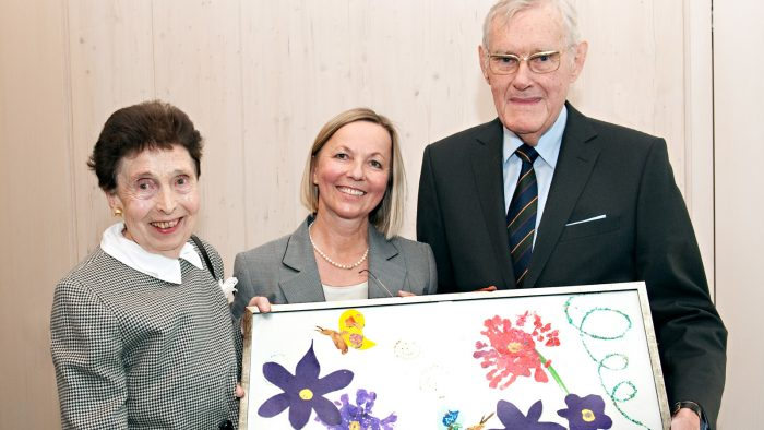 Mr. and Mrs. Ortner with Student Union director Ursula Wurzer-Faßnacht (in the middle) at the opening ceremony of the Ingeborg Ortner daycare center at Garching campus